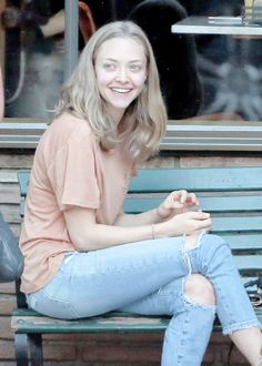 Amanda Seyfried no makeup Celebrity Moms, Celebrity Style, Celebrity Photos, Amanda Seyfried Hair, Amanda Seifried, Divas, 1920s Hair, Great Smiles, Female Fighter