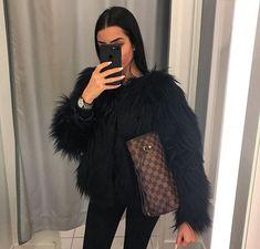 ᗰƖᔕᔕ ᗰᗩᖇƖᗩ November 29 2019 at fashion-inspo Fashion Mode, Fur Fashion, Look Fashion, Fashion Outfits, Womens Fashion, Fashion Clothes, Fashion Ideas, Fashion Design, Fashion Tips