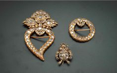 Kerosang – A set of three gold and diamond brooches