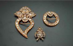 Kerosang – A set of three gold and diamond brooches