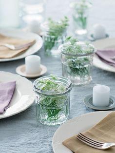 via Elle Japan Bunch Of Flowers, Lace Flowers, Green Flowers, Table Centerpieces, Table Decorations, Table Setting Inspiration, A Table, Table Settings, Simple
