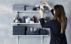 Tips from a stylist - How to make a calm and practical bathroom wall display