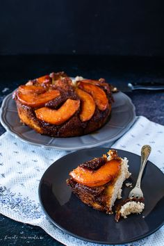 Prăjitură răsturnată cu gutui caramelizate | Bucate Aromate Biscotti, Caramel, French Toast, Deserts, Cooking, Breakfast, Sweet, Cakes, Food