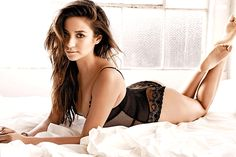 Shay Mitchell 'Special beauty secret for each trip'