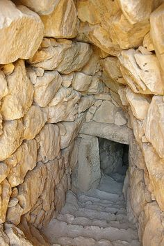 entrance to underground pit in Mycenae, Greece - by SBA73