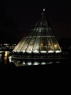 Het CARAT Paviljoen is sfeervol verlicht met LED verlichting door Led-e-Lux. De armaturen zijn voorzien van speciale lenzen en zijn dimbaar uitgevoerd. Led, Taps