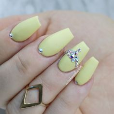 Yellow gel polish nails