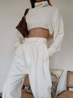 All white outfits for winter this season get inspirations how to wear all white look this winter 2019 2020 winters fashion street style for cold season sweaters turtleneck blazers coats fur Source by themoodpalette fashion sweaters 70s Fashion, Grunge Fashion, Fashion History, Look Fashion, Korean Fashion, Fashion Outfits, Winter Fashion, Woman Outfits, Womens Fashion