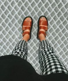 Best Women's Shoes From Casual To Designer Collections Shoes – Modest Summer fashion arrivals. New Looks and Trends. The Best of footwear in Look Fashion, Womens Fashion, Fashion Trends, Fashion Pants, Fashion Heels, 70s Fashion, Modest Fashion, Korean Fashion, Vintage Fashion