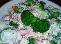 Brokolicový salát s krabími tyčinkami Krabi, Broccoli, Keto, Chicken, Vegetables, Ethnic Recipes, Food, Vegetable Recipes, Eten