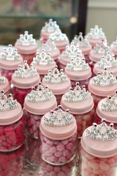 DIY Baby Food Jar Princess Crown Party Favors - Sassy Dealz How to make princess party favors using baby jars. Easy DIY princess crown project for bridal showers, girl baby showers, birthday partys, and more. Pink Princess Party, Baby Shower Princess, Princess Birthday, Princess Crowns, Princess Party Favors, Princess Cupcakes, Vintage Princess Party, Ballerina Party Favors, Princess Nursery