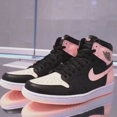 """The Air Jordan 1 Retro High OG """"Crimson Tint"""" is coming your way on April For a detailed look, tap the link in our bio. Nike Casual Shoes, Nike Air Shoes, Nike Socks, Sneakers Mode, Custom Sneakers, Vans Shoes Fashion, Zoom Iphone, Iphone 5c, Designer Shoes"""