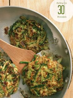 Zucchini-Puffer - My list of the most healthy food recipes Veggie Recipes, Vegetarian Recipes, Cooking Recipes, Healthy Recipes, Clean Eating Snacks, Healthy Eating, Law Carb, Zucchini Puffer, Soul Food