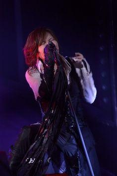 Acid Black Cherryのロングツアー、ついにフィナーレ! ドラマチックに燃えた日本武道館公演レポ! (画像 3/5)| 邦楽 ニュース | RO69(アールオーロック) - ロッキング・オンの音楽情報サイト