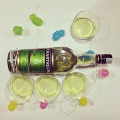 Chartreuse like Gulliver #chartreuse #gulliver #green #verdechartreuse #drink #drinks #slurp #mirkoskitchen #benessere #tuttalavita #comesenoncifosseundomani #dazeus #machebene #liquor #yum #yummy #instagood #cocktail #cocktails #drinkup #glass #ice
