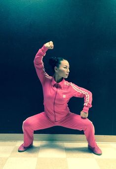 Beautiful and colorful Jade Xu Kung Fu, Taekwondo, Workout Videos For Men, Fighting Poses, Chinese Martial Arts, Character Poses, Martial Artists, Action Poses, Tai Chi