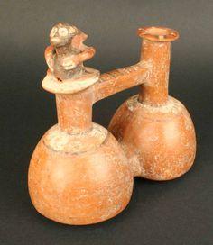Botella silbato doble cuerpo con figuras zoomorfas – Museo Chileno de Arte…