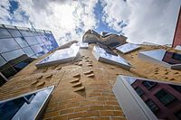Frank Gehry - Wikipedia, the free encyclopedia