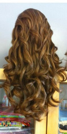 so gorgeous wavy wigs for gorgeous decoration