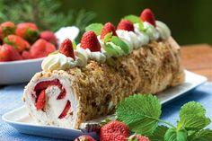 Det er hurtigt at bage en roulade og rulle den med lækkert fyld. Kun fantasien sætter grænsen for, hvad du kan fylde i - her får du 7 opskrifter på skønne roulader med lækkert fyld.