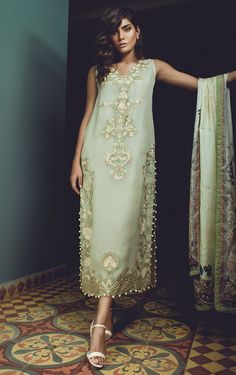 ...Wow, imagine with pants in bridal fabric with embellishments that fit your style.