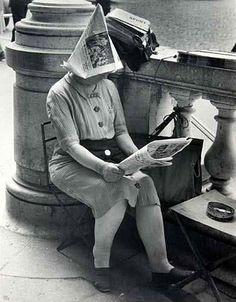 Marchande de journaux place de la Concorde - Ilse Bing