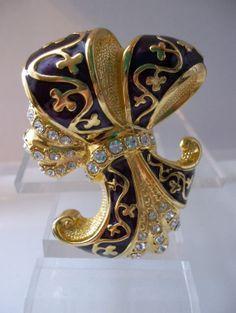 Vintage 'Duchess of Windsor' Titled Limited Edition Edgar Berebi Designer Brooch.
