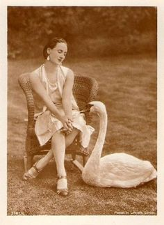 Anna Pavlova at her home,Ivy House,in Hampstead,London.With her pet swan,Jack.