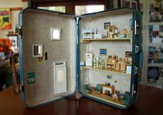 Dollhouse in a vintage suitcase www.suitcasedollhouse.com Doll Furniture, Dollhouse Furniture, Diy Dollhouse, Dollhouse Miniatures, Doll House Plans, Vintage Suitcases, Toy Organization, Miniture Things, Crafty Projects