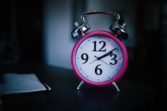 Is sleep eluding you? Read about how you can get better sleep naturally without resorting to drugs. Using these tips, take a deep dive into the roots causes of your insomnia. Marketing Automation, Back To University, Body Clock, Social Web, Stop Drinking, Sleeping Through The Night, Time Management Tips, Intermittent Fasting, Diy