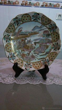 Plato de porcelana pintado a  mano con base para decorar