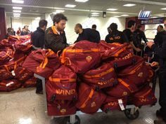 8:30 (Italian time) – Arrival in Fiumicino! The entire group gives its greetings to mark the end of the Giallorossi's winter training. Thanks to everyone who has helped make this an unforgettable experience. See you next year, Orlando!