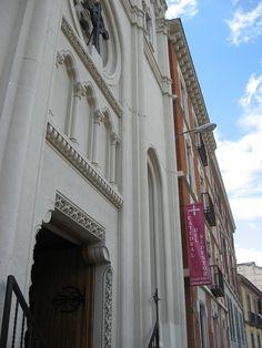 Catedral del Redentor.En calle de la Beneficiencia,18 de Madrid- De estilo neogótico, fue obra del arquitecto Repullés Segarra1 y su construcción tuvo lugar entre 1891 y 1892 -       Kaihsu Tai - Trabajo propio