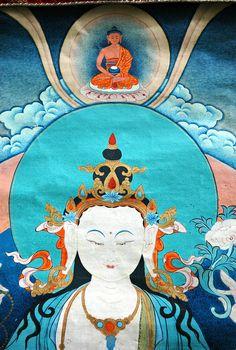 Chenrezig thangka, Avalokiteshvara, Bodhisattva of Compassion, crowned by Amitabha, Tibetan Buddhism