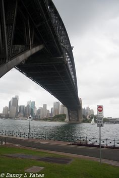 Canon 400d - 18-55 mm lens - 18mm - ISO 200 - F3.5 - 1/500 - Late morning / early afternoon - cloudy / rainy / crappy - hand held - Sydney Harbour - 09/02/2015