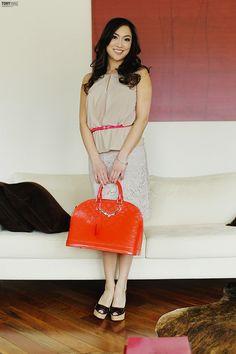 Lace skirt and orange bag Orange Bag, Lace Skirt, Interview, Style Inspiration, Skirts, Beautiful, Dresses, Fashion, Orange Purse