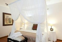 St Lucia Kingfisher Lodge is a grand old Colonial homestead offering luxury bed and breakfast accommodation.