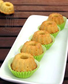Wer Marzipan mag, wird diese Marzipan Mini Gugls lieben...