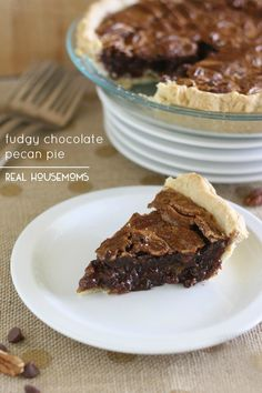 Fudgy Chocolate Pecan Pie via @realhousemoms