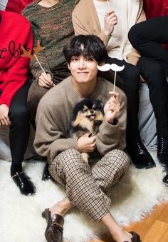 """""""the pictures taehyung has posted with tannie were taken on the same day as the photoshooting he really brought yeontan with him"""" V Bts Cute, I Love Bts, Kim Taehyung Funny, V Taehyung, Daegu, Foto Bts, Bts Bangtan Boy, Jimin, Bts Dogs"""