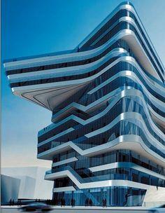 Elementen: het half gedraaide, uitstekende vind ik erg mooi. Het lijkt alsof het gebouw voor de helft scheef/schuin staat. Deze bijzondere vorm zorgt voor een dynamisch, beweeglijk effect