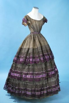 1860 wool voile dress made from an a la disposition textile. 1800s Clothing, Antique Clothing, Historical Clothing, Historical Dress, Victorian Gown, Victorian Fashion, Vintage Fashion, Vintage Outfits, Vintage Gowns