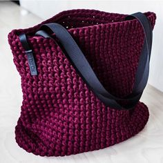 Everyday Tote Bag/ Crochet Shoulder Bag/ Everyday Woman's Bag/ Shopper Bag/ Tote Bag/ Everyday Bag Tote/ Vinous Tote/ Crochet Tote Recycled – Daily Outfits Bag Crochet, Crochet Motifs, Chunky Crochet, Chunky Yarn, Free Crochet, Crochet Pattern, Tshirt Garn, Crochet Shoulder Bags, Style Minimaliste