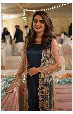 Net Dresses Pakistani, Indian Gowns Dresses, Indian Fashion Dresses, Dress Indian Style, Pakistani Dress Design, Indian Designer Outfits, Pakistani Outfits, Designer Dresses, Dresses Dresses