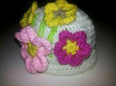 Gorro para bebé  a crochet con aplicación  de flores Jenny tejidos en Facebook