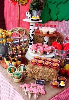 candy bar de la granja de zenon Farm Animal Party, Barnyard Party, Farm Party, Cowboy Theme Party, Cowboy Birthday Party, Birthday Party Themes, Cow Birthday, Farm Animal Birthday, Party Fiesta