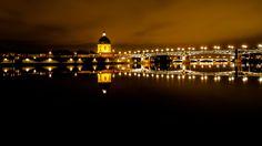 Le #pont Saint-Pierre de #Toulouse passe au-dessus de la #Garonne et relie la place Saint-Pierre à l'hospice de la Grave. C'est un pont au tablier métallique, entièrement reconstruit en 1987.  En arrière-plan, le Pont des Catalans. Toulouse, Place Saint Pierre, Grave, Opera House, Steel Deck, Bridge Pattern, Opera