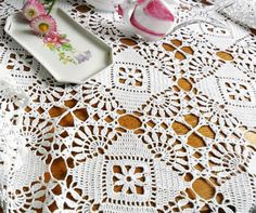 יפה 1 מתוך2 Crochet Tablecloth, Crochet Home, Doilies, Coasters, Diy And Crafts, Home Decor, Crochet Ideas, Ideas, Places
