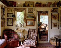 Room of the Day ~ English cottage of Anthony Little of Osborne & Little 2.15.2016