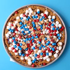 This festive cookie pizza is as simple as it is delicious! Sweeten up your Fourth of July spread with this quick and easy dessert. 4th Of July Cake, 4th Of July Desserts, Fourth Of July Food, Summer Desserts, Just Desserts, July 4th, Dessert Recipes, Cookie Pizza, Big Cookie